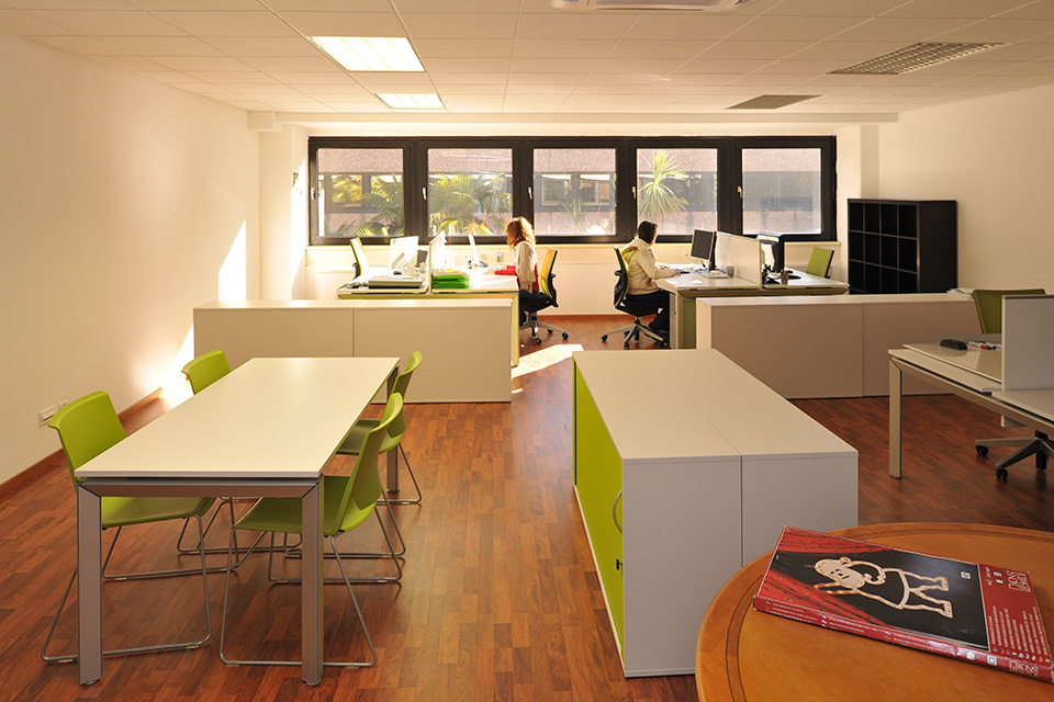 Affittiamo uffici moderni e attrezzati in ticino for Uffici moderni