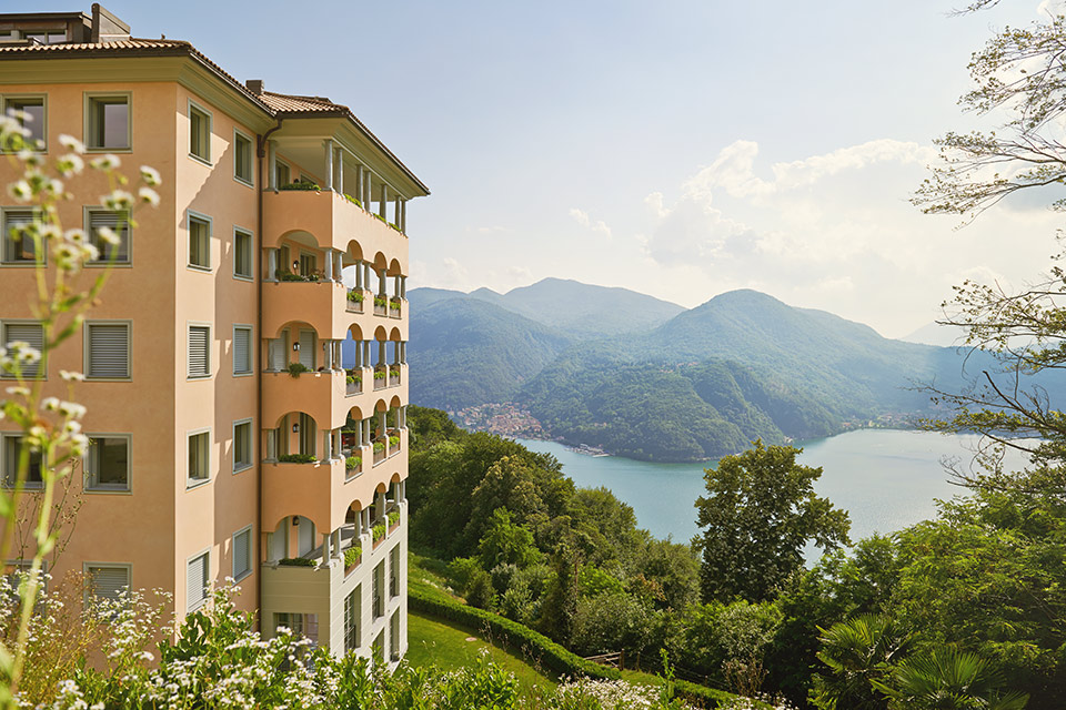 Apartments with stunning lake view Resort Collina d'Oro