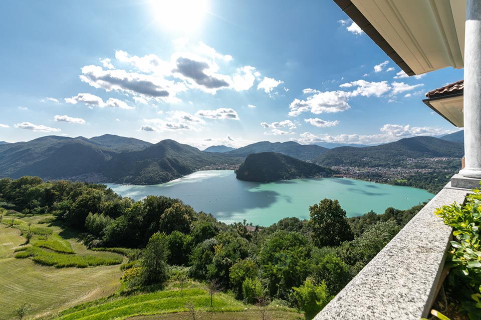 Attico di lusso su due livelli a Lugano con vista lago